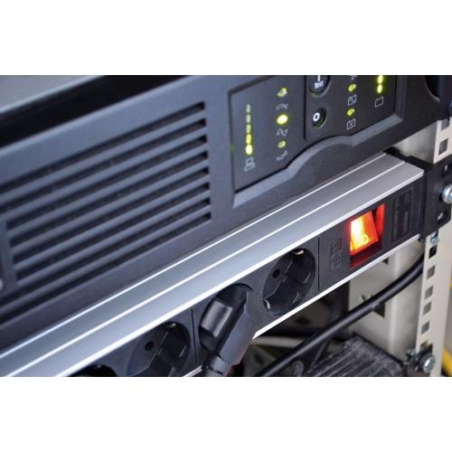 """Premium-Line Technic Alu, 8 prises,19"""" armoires, 2m H05VV-F 3G1,5"""